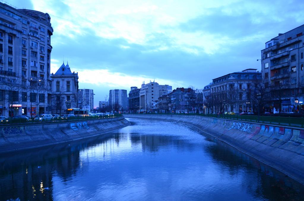 Bukurešť - nočné mesto