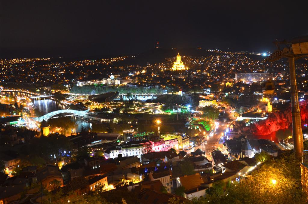 Gruzínsko - Tbilis - nočné mesto