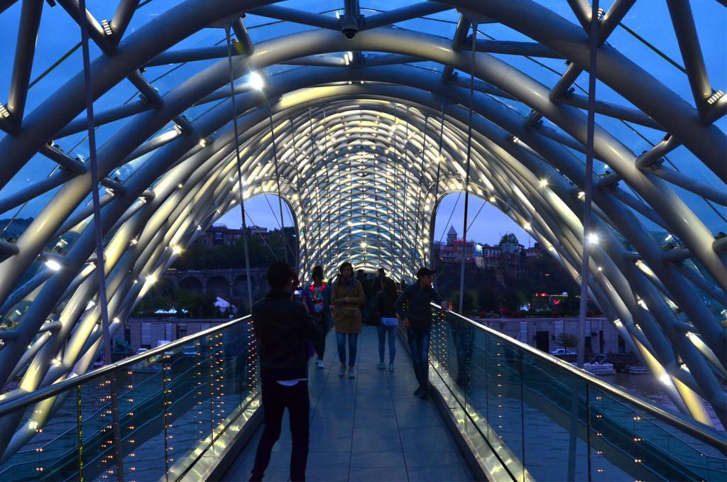 Gruzínsko - Tbilisi - Most v noci