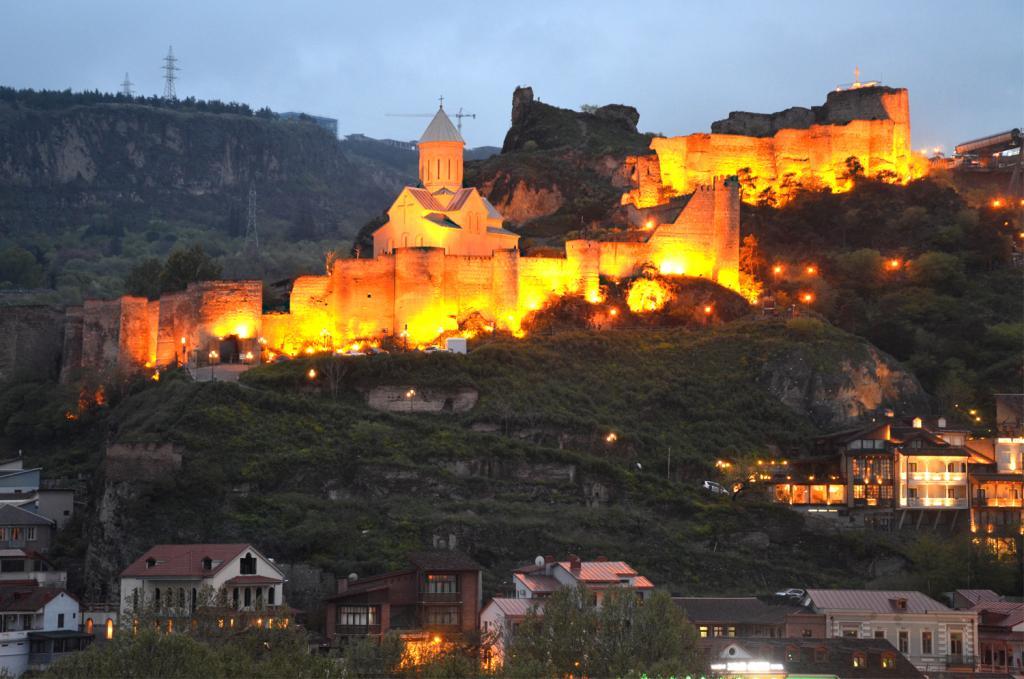 Gruzínsko - Tbilisi - hrad v noci