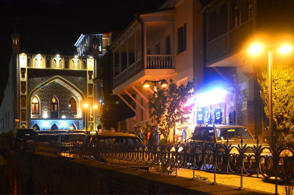 Gruzínsko - Tbilisi - Nočné mesto- kúpele