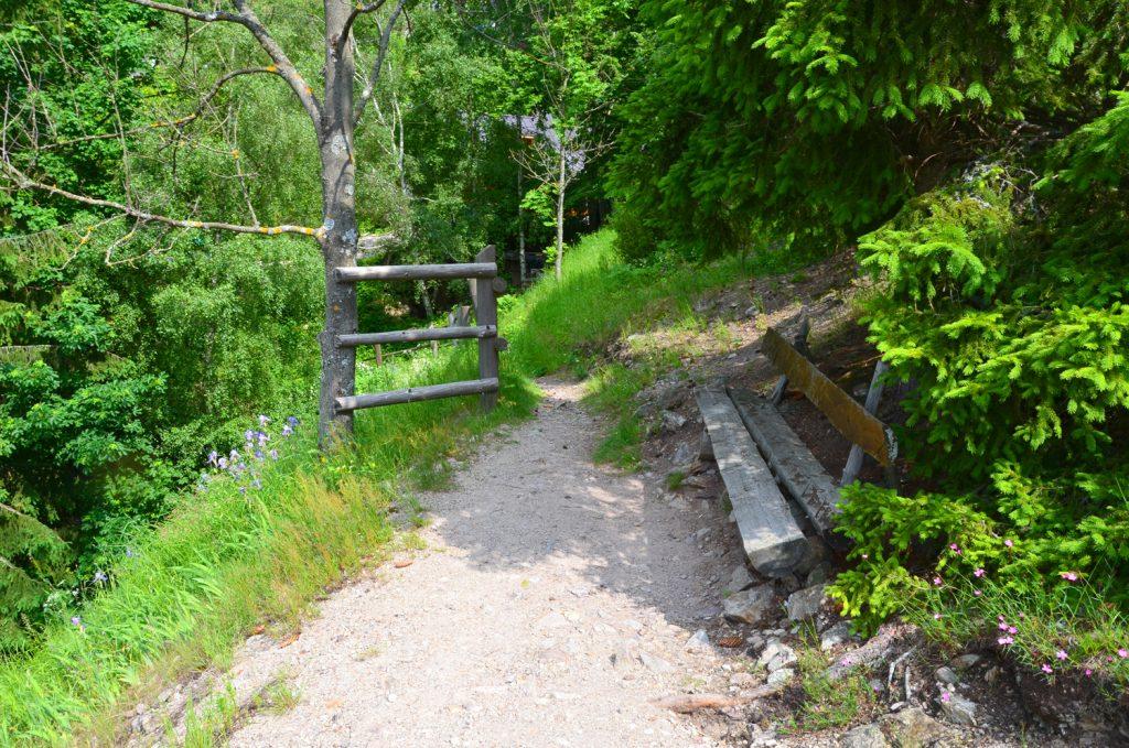 Cestou sa dá oddýchnuť i na lavičkách