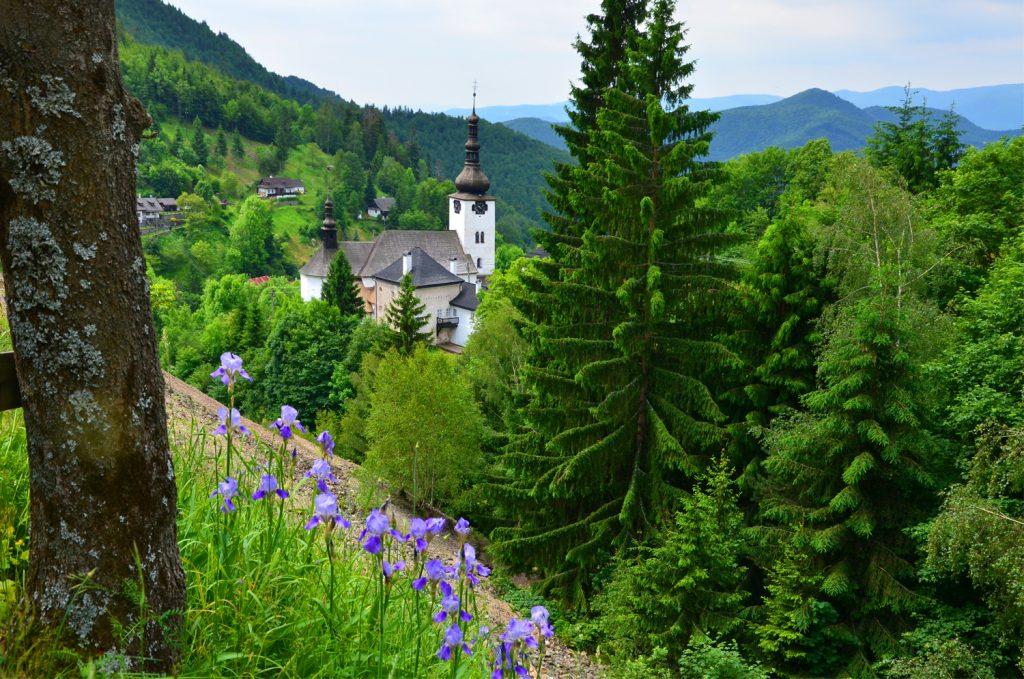 Výlet Špania Dolina - Rozkvitnutá príroda v Španej Doline