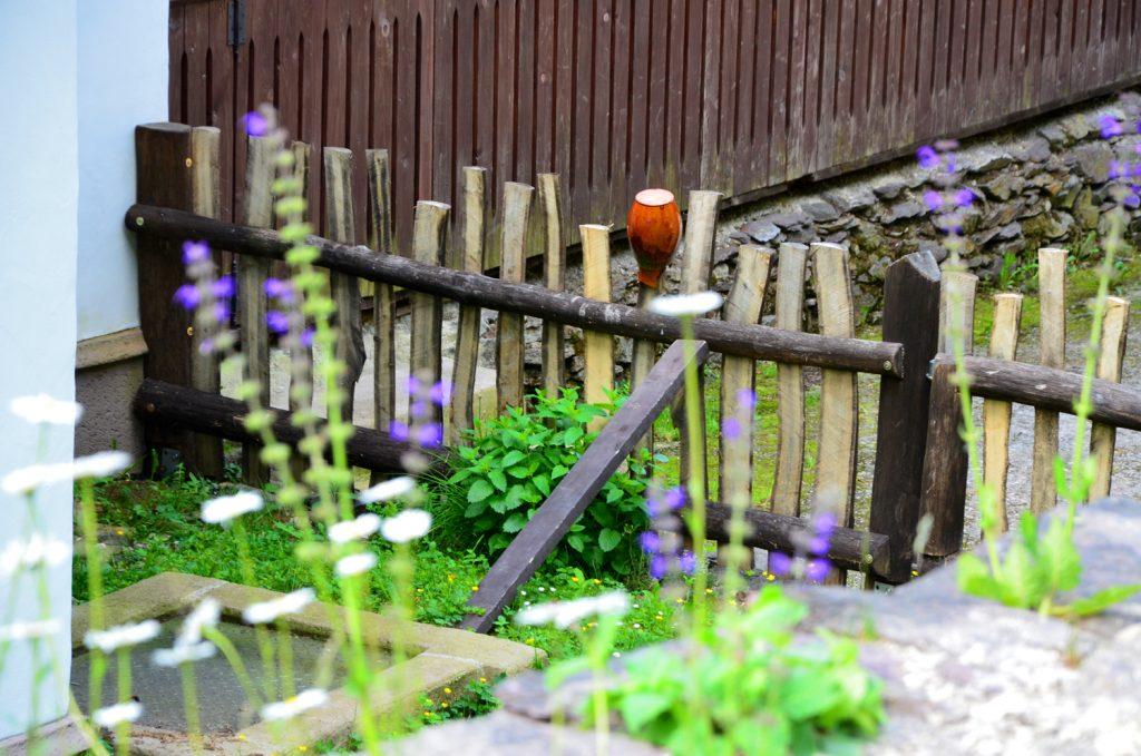 Vždy si na ňu spomeniem, keď vidím riad na plote.