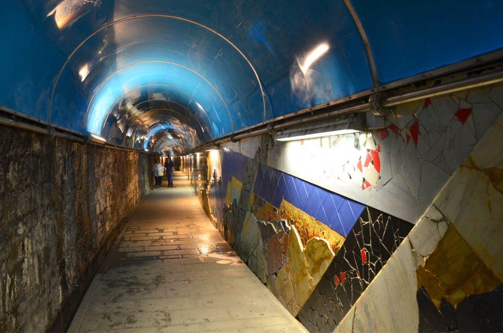 Riomaggiore - tunel do dediny