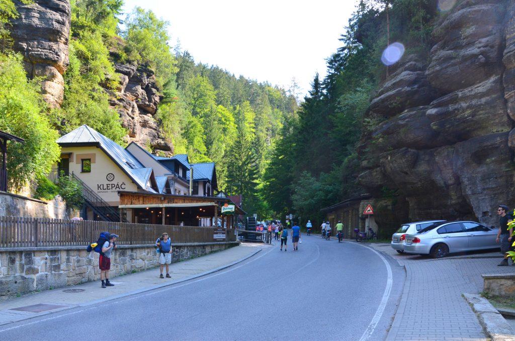 České Švajčiarsko - Hřensko - príchod do dediny