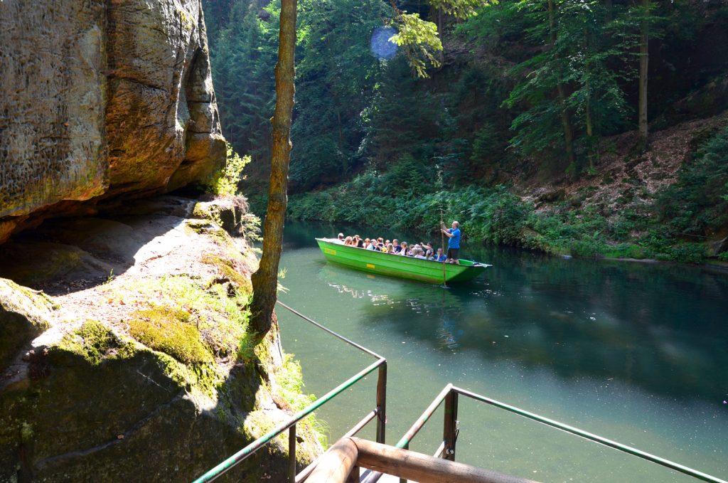 Edmundova soutěska - na jednu loďku sa zmestí približne 20 ľudí