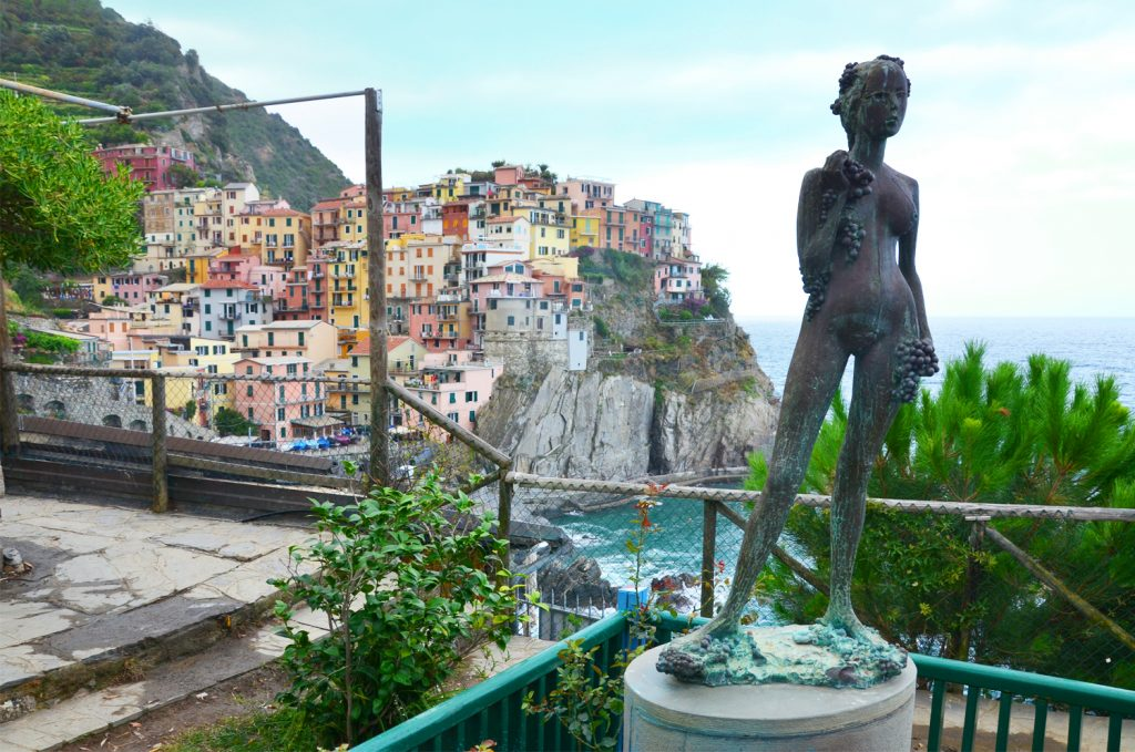 Cinque Terre - Manarola - Lady of grapes