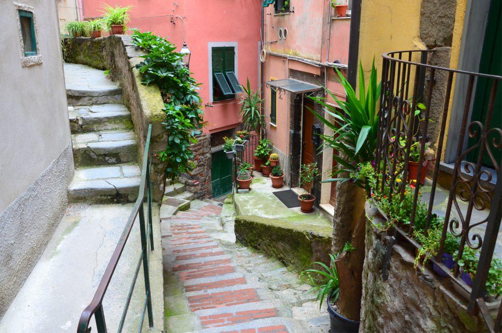 Cinque Terre - Vernazza - cesta na hrad