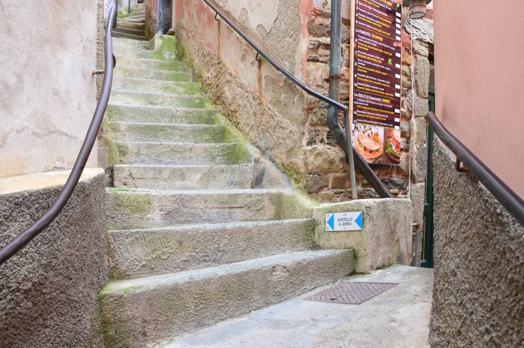 Vernazza - cesta na hrad