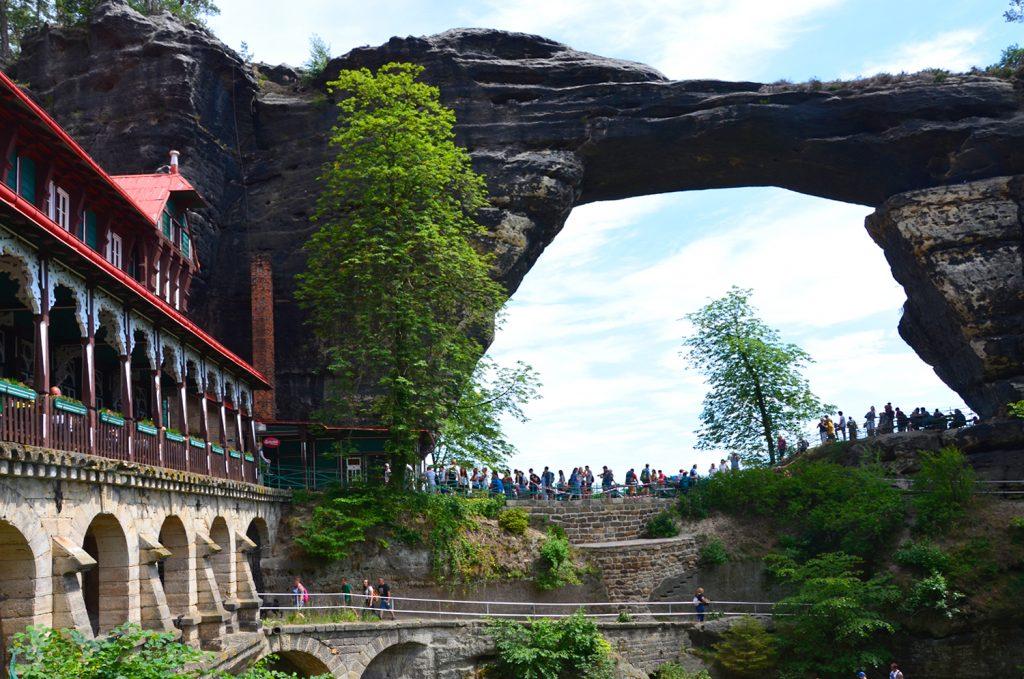 Pravčická brána - pohľad z turistického chodníka