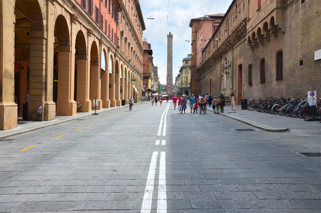 Pešia zóna pred Torre degli Asinelli