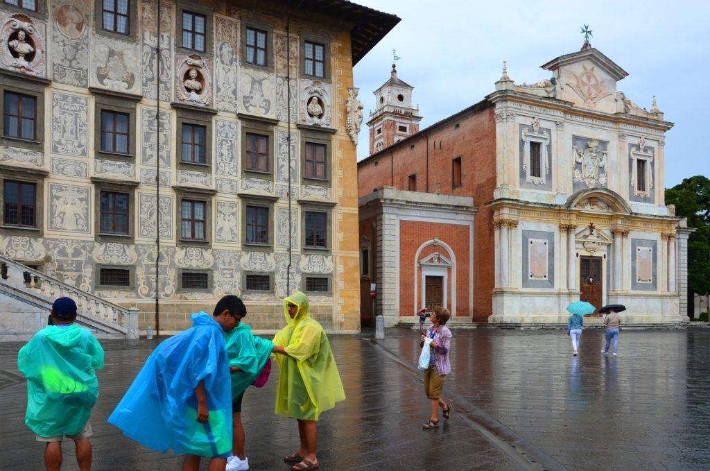 Pisa - Piazza dei Cavalieri v daždi