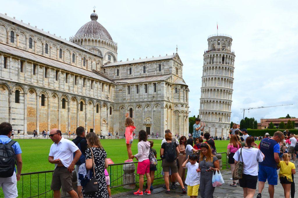 Šikmú vežu v talianskej Pise navštívi ročne viac ako milión turistov