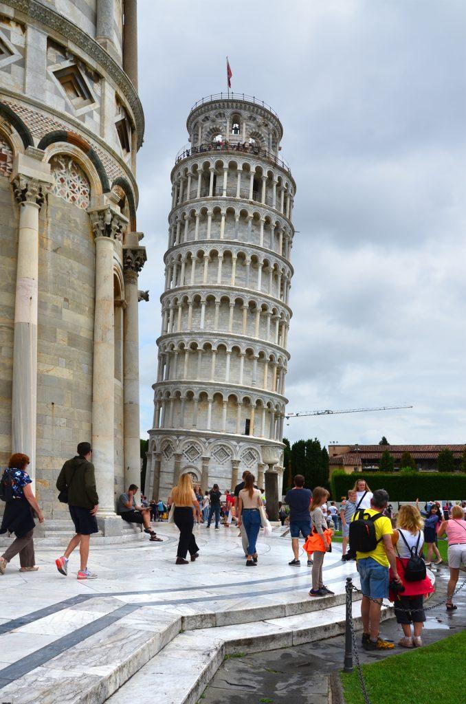 Šikmá veža v Pise - v minulosti mala odklon 5,2m, aktuálne má 3,97m