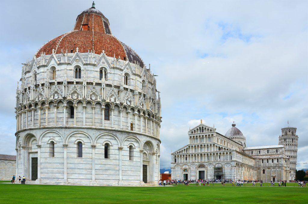 Pisa - Baptisérium - priemer je 108 metrov a výška je úctyhodných 55m