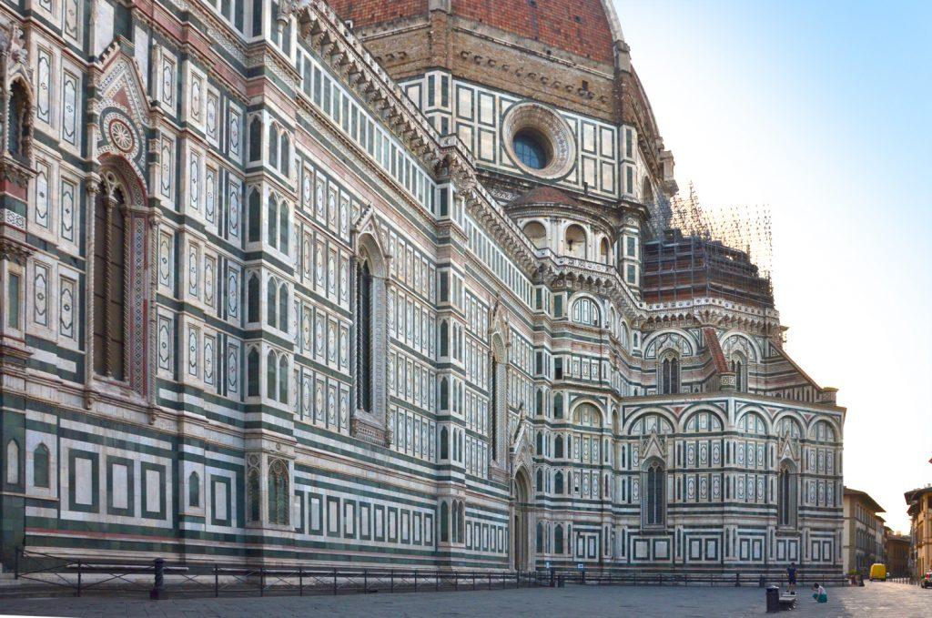 Takmer prázdne Piazza del Duomo
