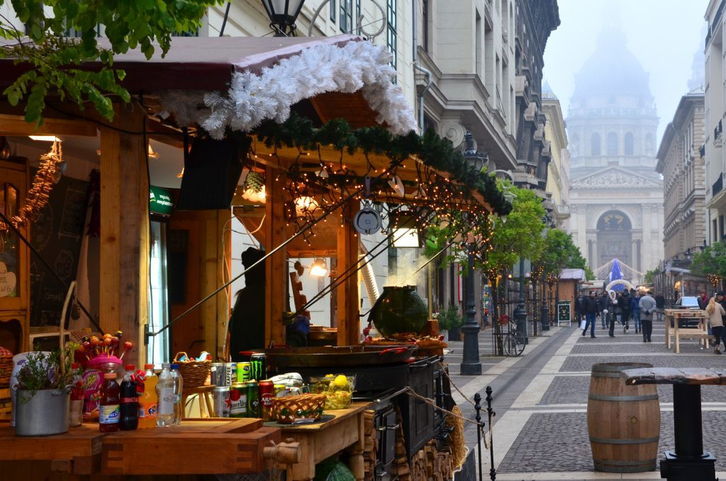 Najkrajšie vianočné trhy v Európe - Budapešť - výzdoba na vianočných trhoch