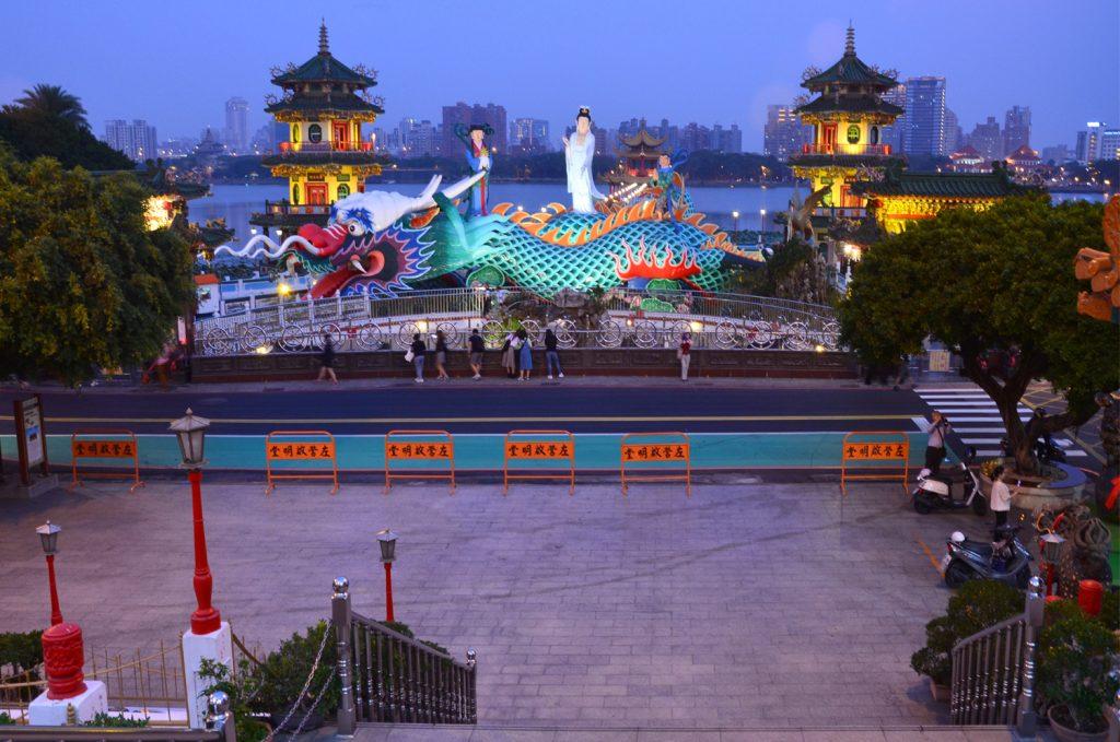 Taiwan: Čo vidieť? Kaohsiung - Spring and Autumn Pavilions