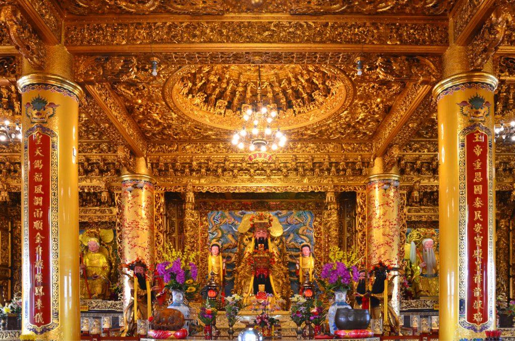 Interiér chrámov je vždy nádherný