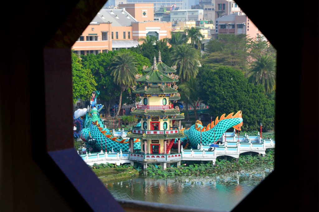 Kaohsiung - Dragon and Tiger Pagodas - výhľad