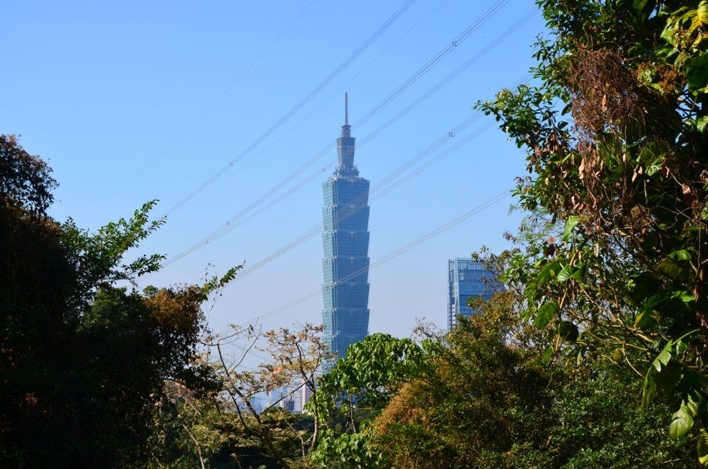 Cestou sa naskytnú výhľady na Taipei 101