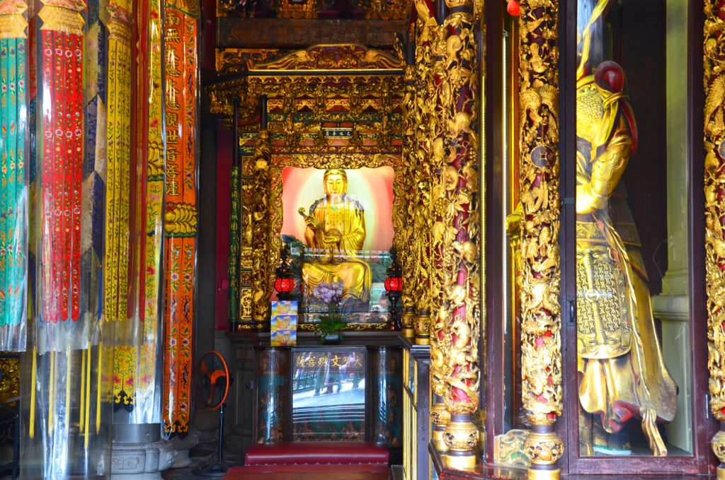 Taipei - Lungshan Temple - výzdoba