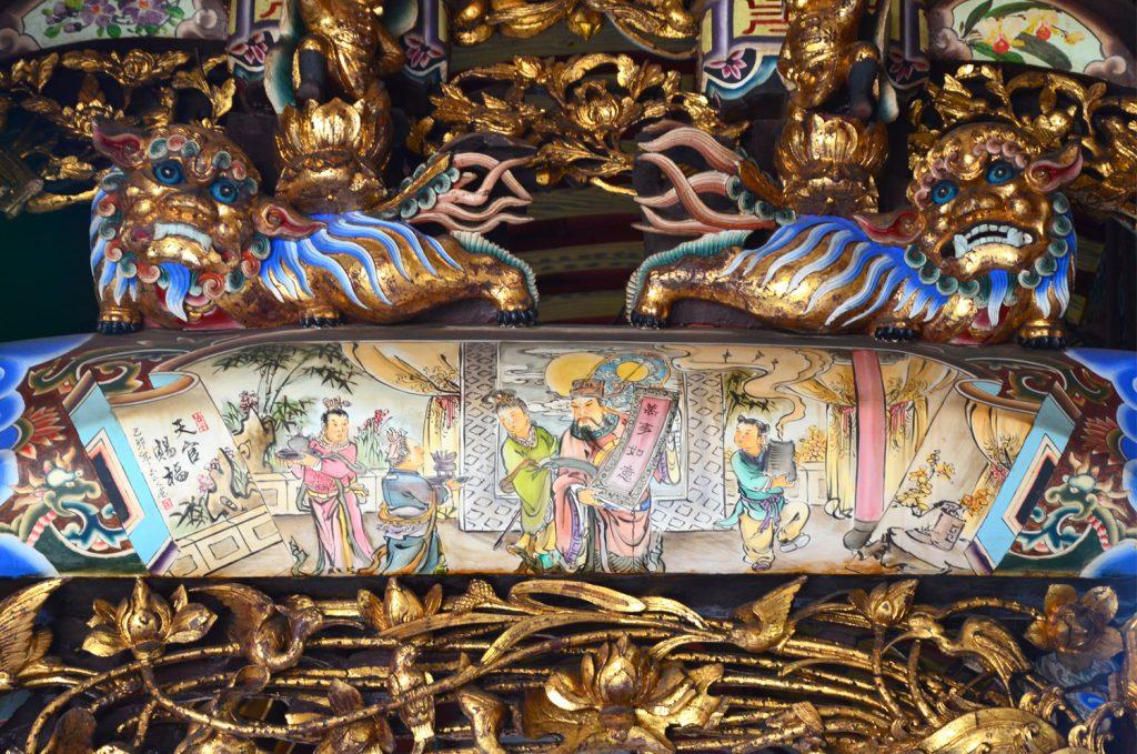Výlet Taiwan - Aj v malých chrámoch nájdete nádherne vyzdobený interiér
