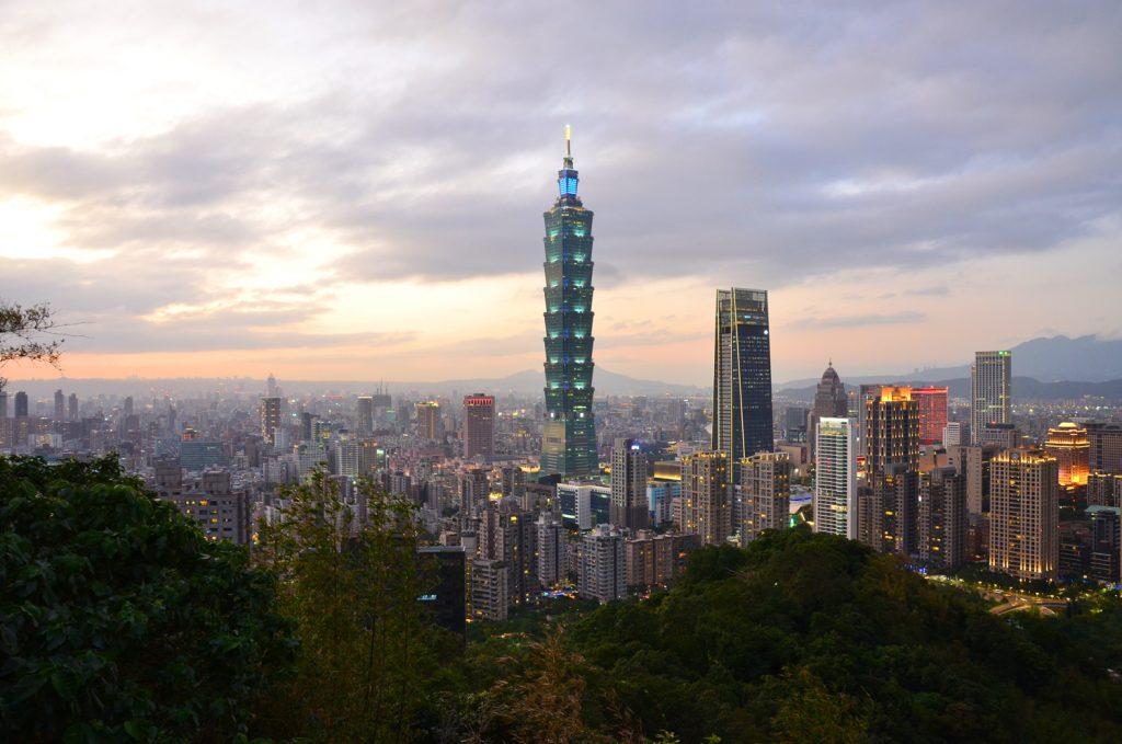 Výlet Taiwan - Taipei 101 krátko pred západom slnka