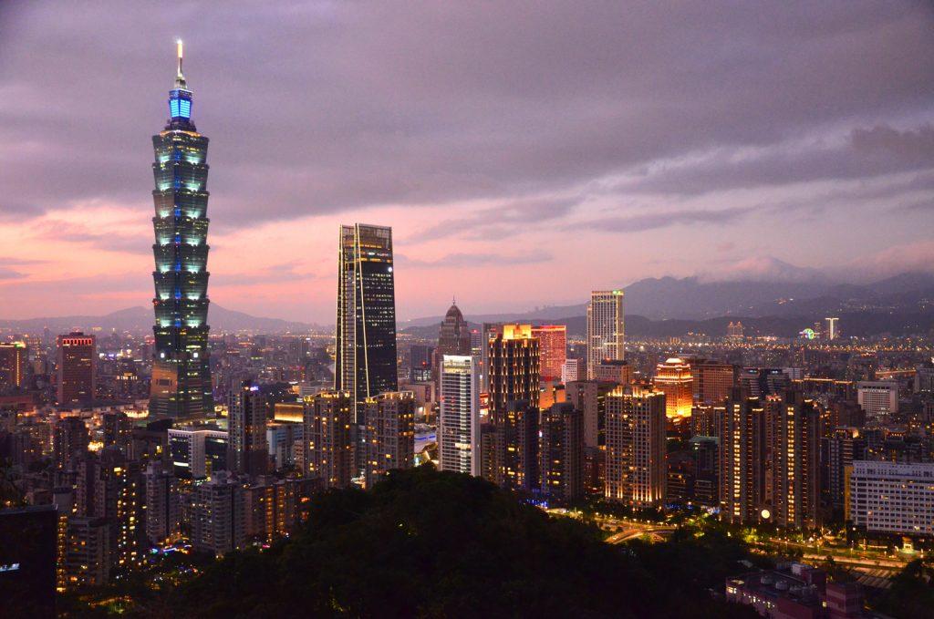 Taiwan: Čo vidieť? Taipei 101 po západe slnka
