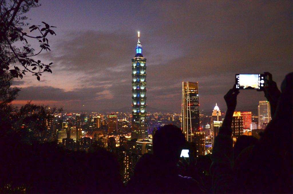 Taipei 101 po západe slnka
