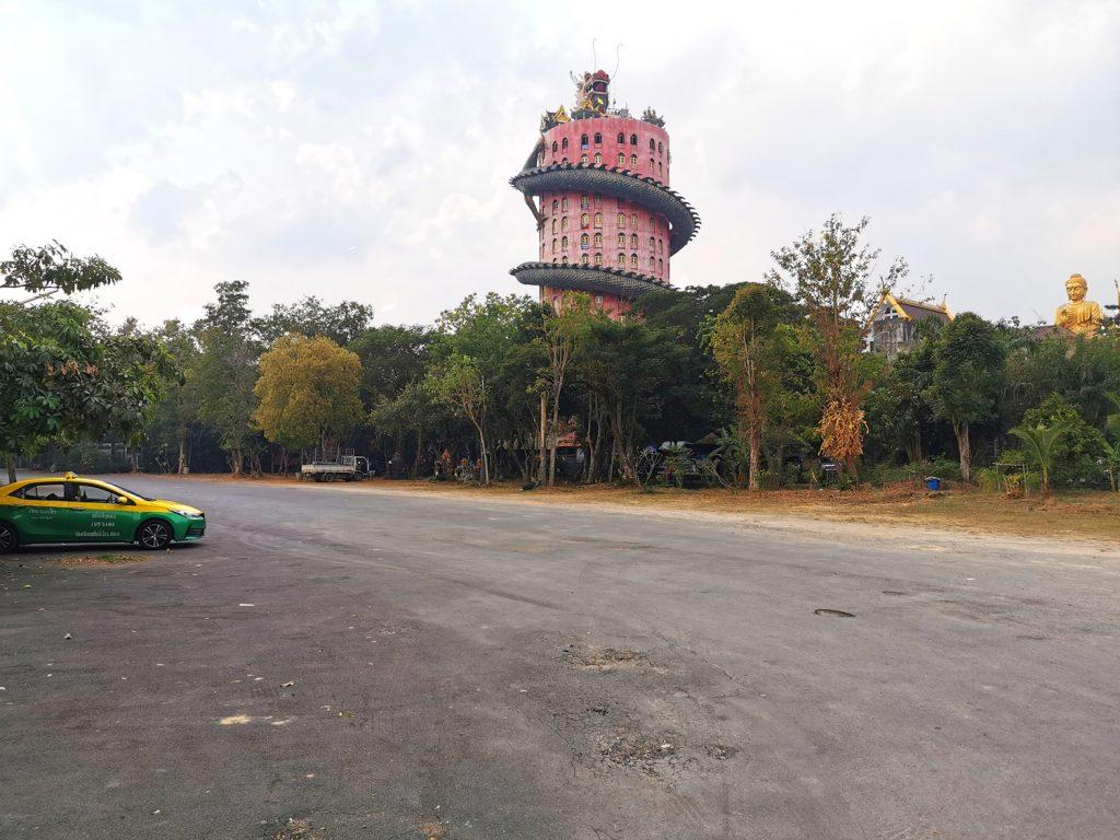 Dragon Temple z parkoviska