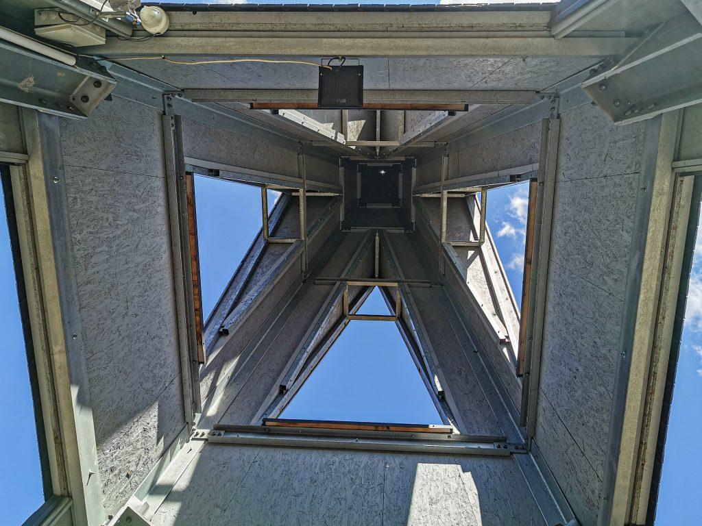 Veža má 3 poschodia