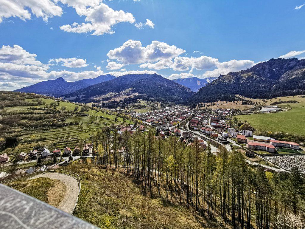 Terchová je typickou kopaničiarskou obcou s veľkým počtom osád.