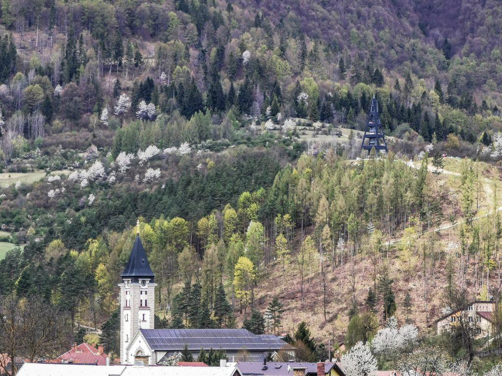 Terchová - Kostol svätého Cyrila a Metoda a Rozhľadňa Terchovské Srdce