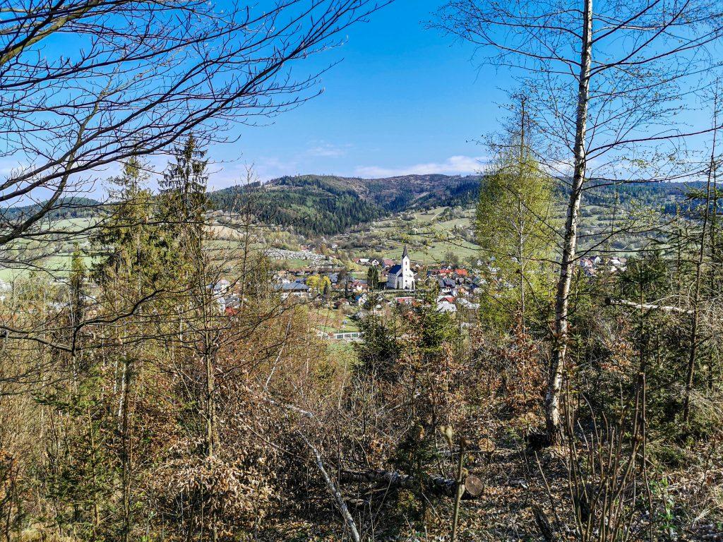 Rozhľadňa na vrchu Bobovec: Cestou máte krásny výhľad na okolie