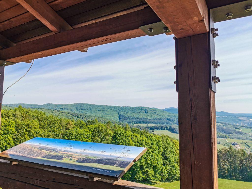 Vyhliadková veža Trenčianska Závada - výhľad na okolie