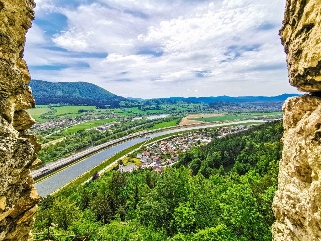 Považský hrad - výhľady na okolie