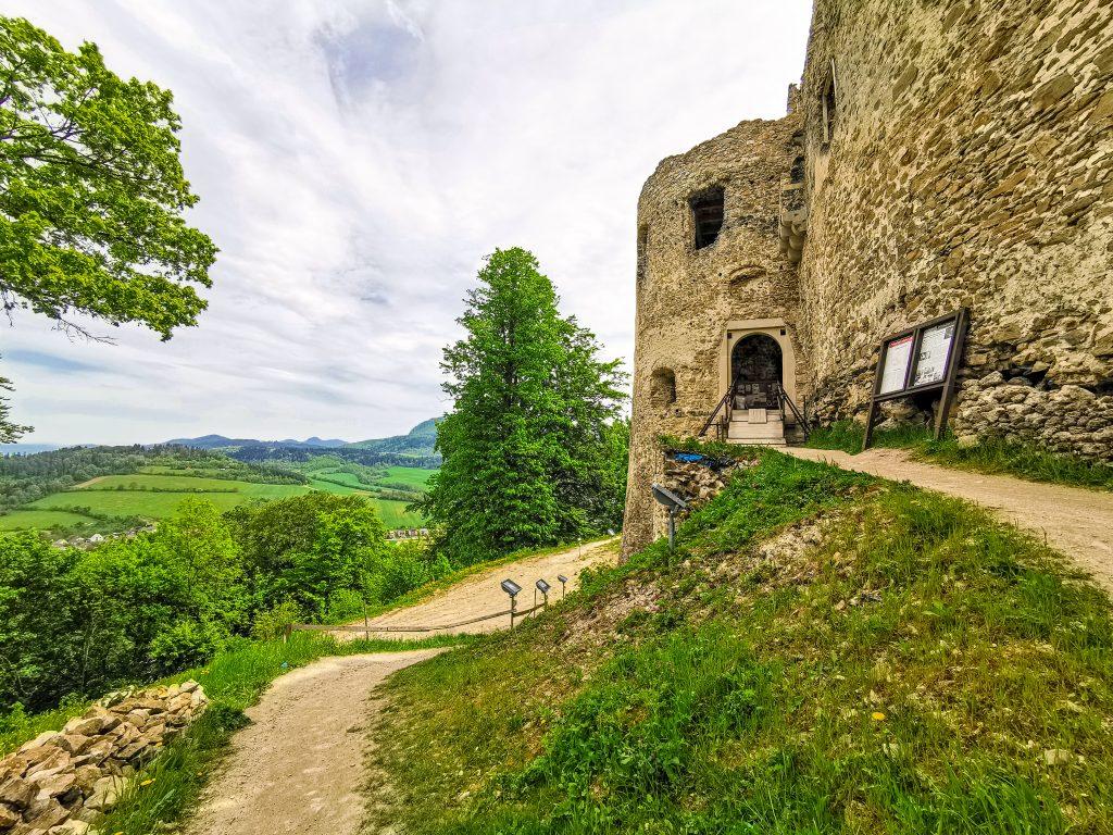 Považský hrad - vstup do Hradu Bystrica