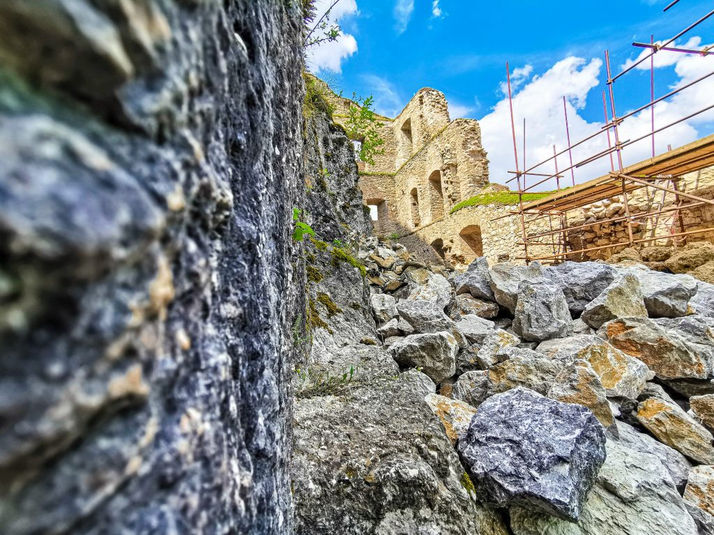 Na hrade prebieha rozsiahla rekonštrukcia