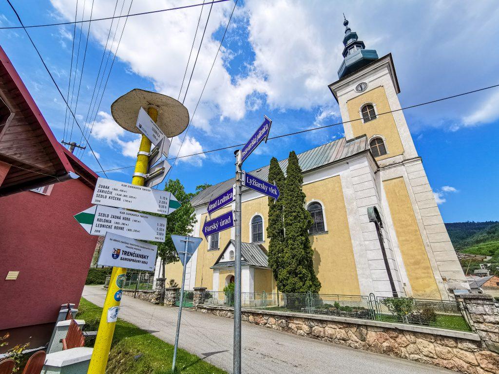 Cesta okolo kostola