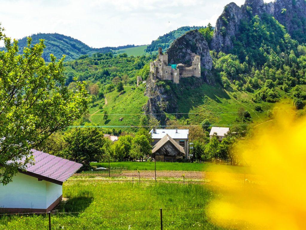 Výhľad na Lednický hrad
