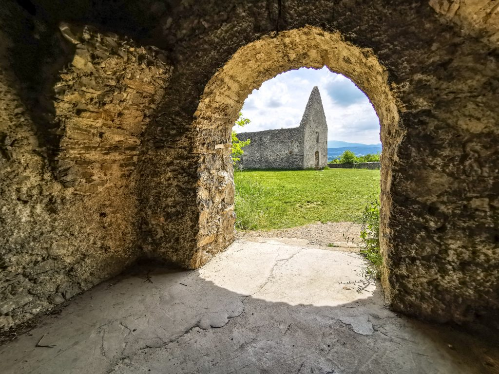 Kostolík v Haluziciach má naozaj čarovnú atmosféru