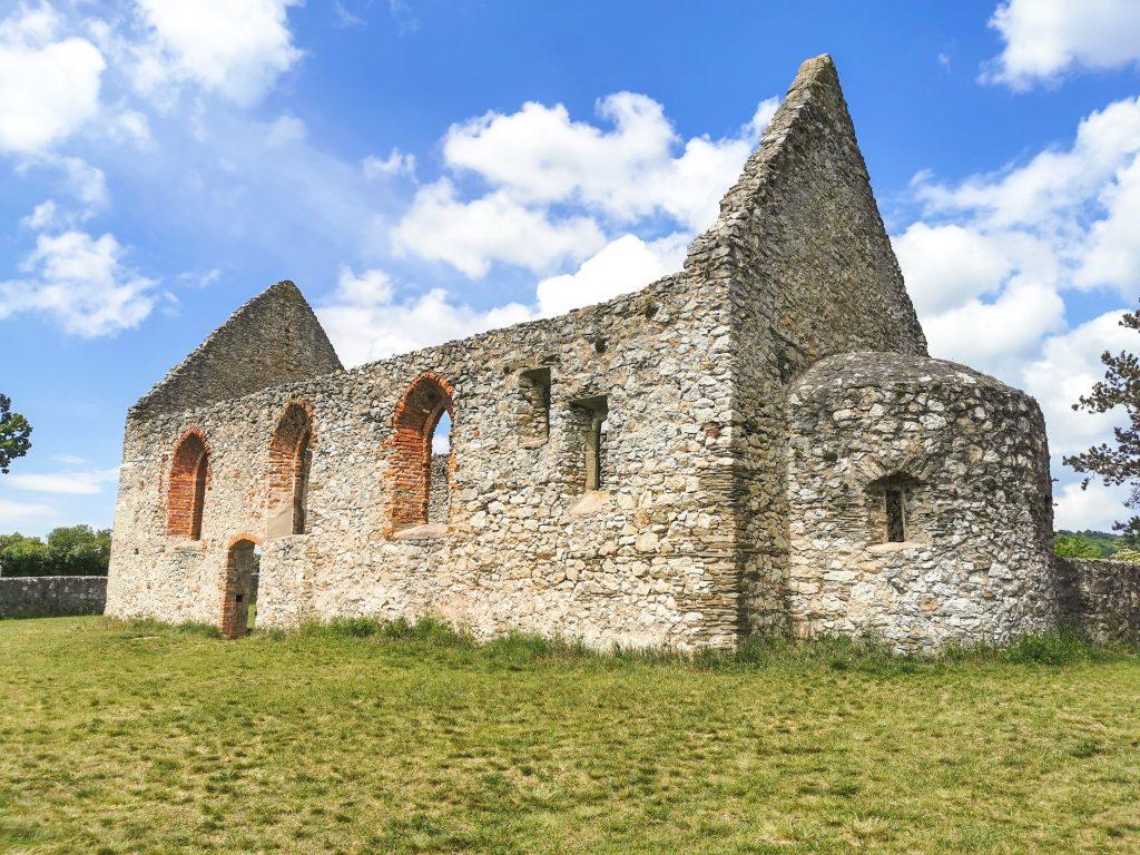 Kostol Haluzice: V súčasnosti sa tu konajú omše a dokonca aj svadby.