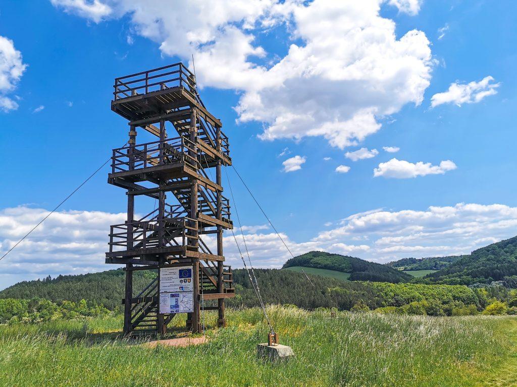 Rozhľadňa Hrajky stojí pri hlavnej ceste z Myjavy – časť Turá Lúka, smerom na Sobotište