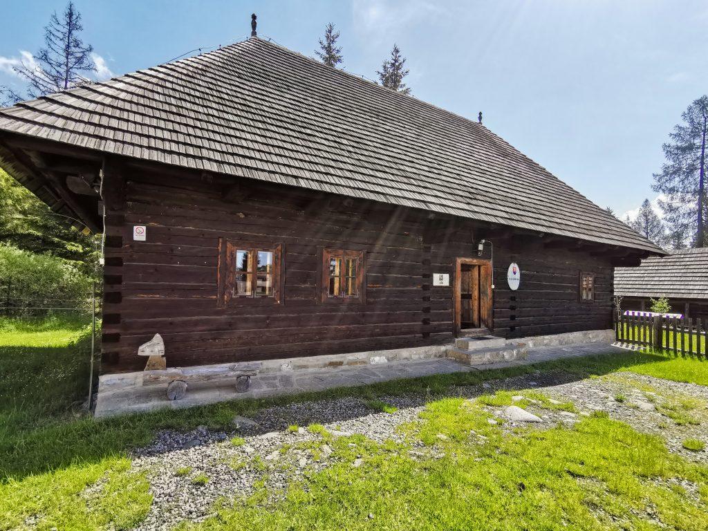 Skanzen Pribylina – Múzeum liptovskej dediny: Dedinská škola