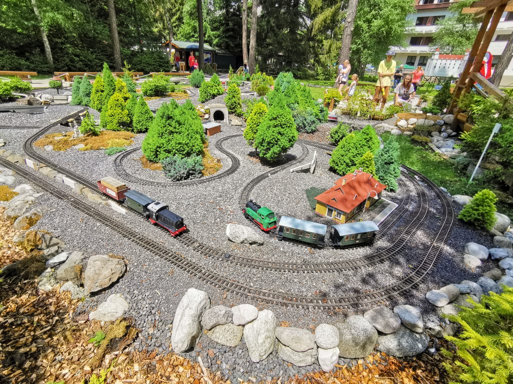 Park miniatúr MINI Slovensko - Premáva tam niekoľko vlakov