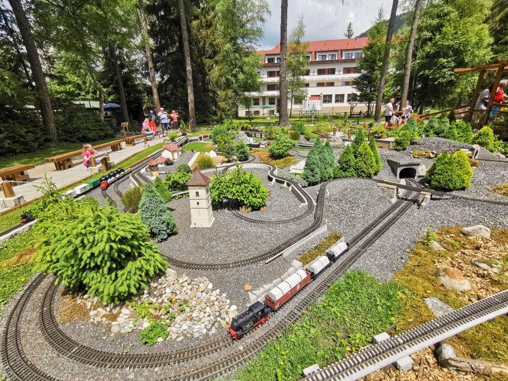 Záhradná železnica má 5 tratí
