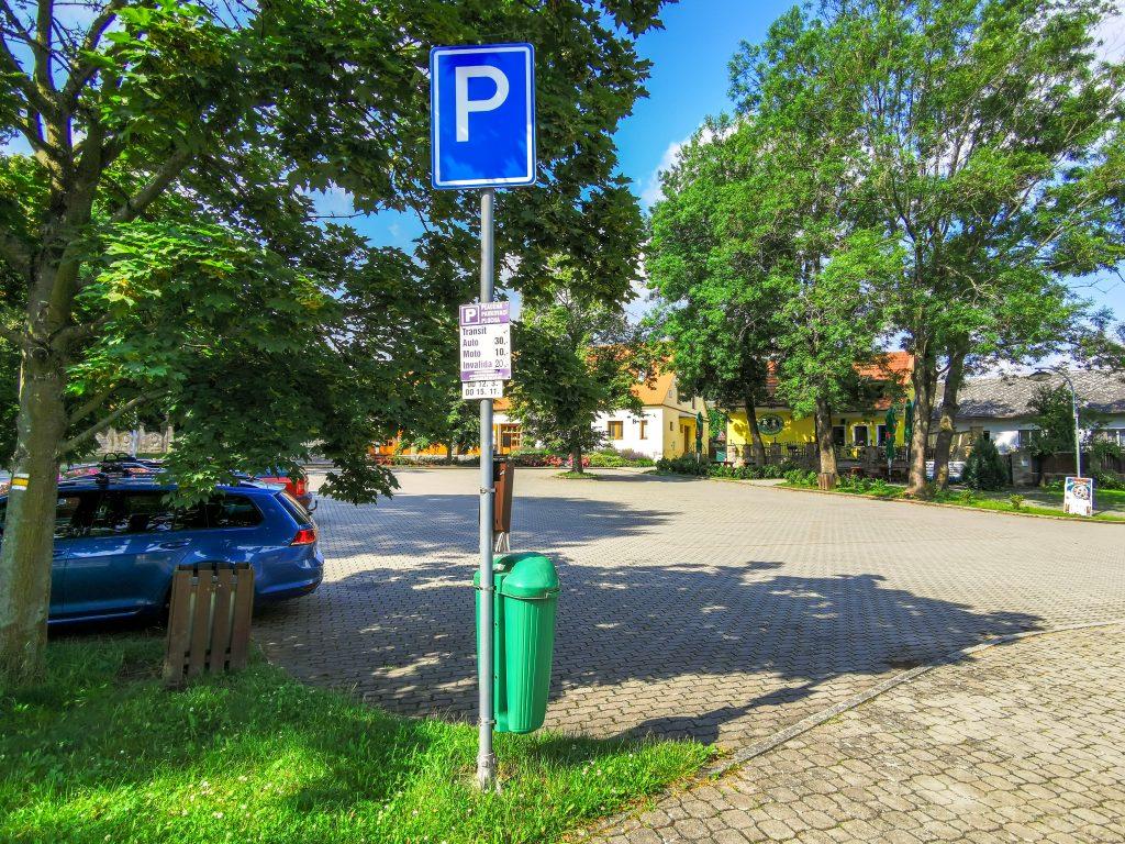 Parkovisko pri zámku