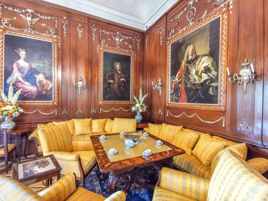 Interiér pripomína život šľachty koncom 19. a začiatkom 20. storočia